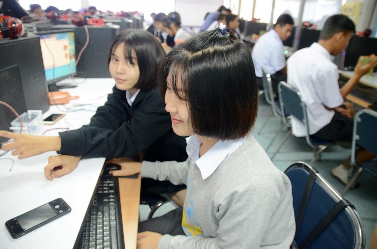 23 ก.พ. 61 อบรมเชิงปฏิบัติการ การใช้เทคโนโลยี Internet of Things (IoT) ให้กับน้องๆ ชั้น ม.4-5 โรงเรียนเสลภูมิพิทยาคม จ.ร้อยเอ็ด จำนวน 47 คน