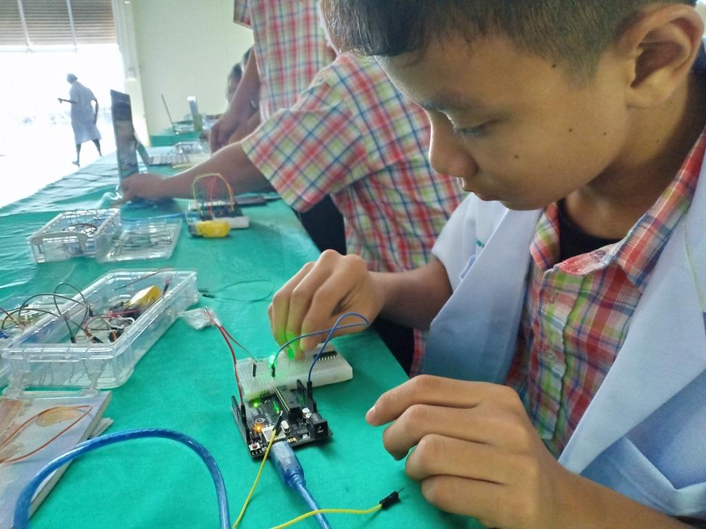 12-13 ม.ค. 62 MicroBrain Academy โดย บจ. เรียลไอที  ร่วมจัด ค่ายอบรมเชิงปฏิบัติการระบบสมองกลฝังตัวและหุ่นยนต์ขั้นต้น เพื่อการศึกษา STEM  ให้กับน้องๆ ชั้น ม.1-3 โรงเรียนบัวเชดวิทยา  จำนวน 70 คน จ.สุรินทร์