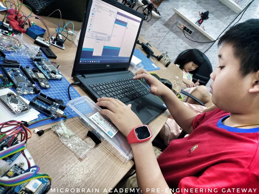MicroBrain-Student-IMG20190309135443-01_1024x768