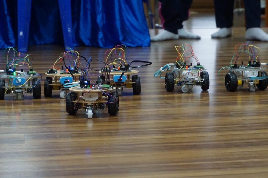 14-16 มิ.ย. 62 MicroBrain Academy จัดอบรมเชิงปฏิบัติการระบบสมองกลฝังตัว Internet of Things และ AI เพื่อสร้าง Smart Robot ให้กับน้องๆ ชั้น ม.2-4 ชมรมปัญญาประดิษฐ์ โรงเรียนสวนกุหลาบวิทยาลัย จ.ชลบุรี