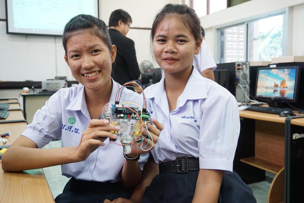 25-26 ก.ค. 62 ชลบุรี: MicroBrain Academy<ไมโครเบรน> อบรมเชิงปฏิบัติการระบบสมองกลฝังตัว Internet of Things เพื่อสร้าง Smart Robot ทางการเกษตร Smart Farm ให้กับน้องๆ โรงเรียนบึงศรีราชาพิทยาคม จ.ชลบุรี