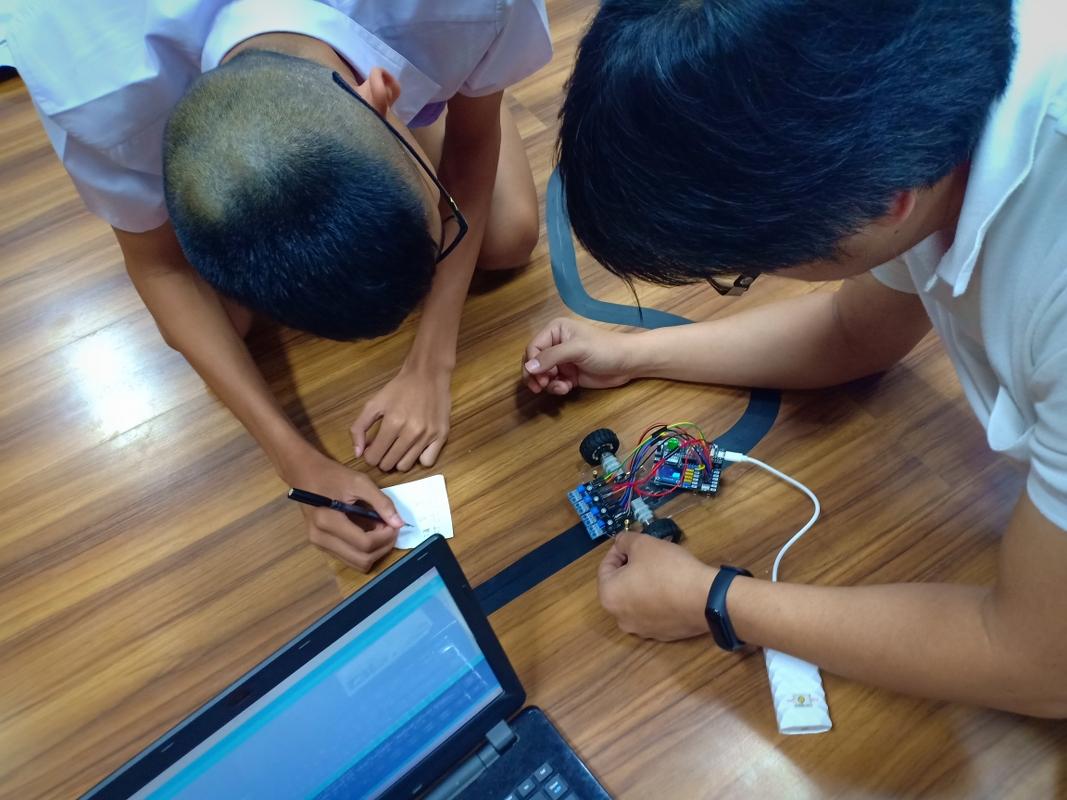 6-8 ก.ย. 62 ชลบุรี: MicroBrain เป็นวิทยากรอบรม การประยุกต์  PID Robot  และ AI IoT Smart Farm ให้แก่น้องๆชมรมปัญญาประดิษฐ์   โรงเรียนสวนกุหลาบวิทยาลัย